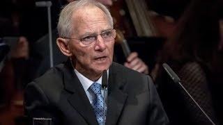SEITENHIEB GEGEN AKK:  Schäuble kritisiert Migrationspolitik