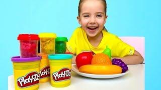 Маша лепит из пластилина Play Doh фрукты