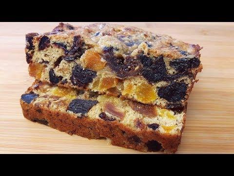 Затем смазать поверхность пирожков взбитым желтком или молоком.