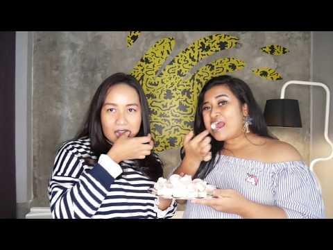 MAKAN MARSHMALLOW NGGAK BIASA ALIAS ORA UMUM! The Raunchy Duo: Ucita & Sharra Chubby Bunny Challenge