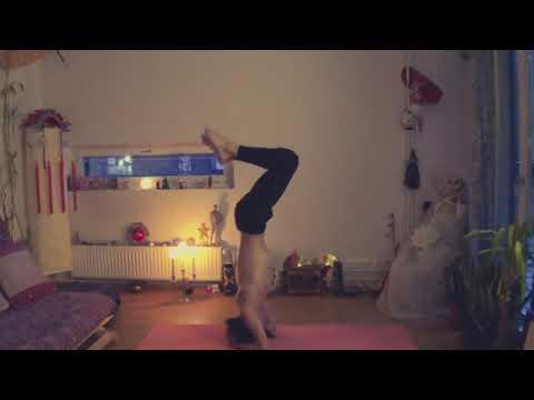 Hatha Yoga Sirsasana/Headstand
