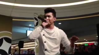 """Myrus performs """"Sige Na Nga"""" in SM Bacoor"""