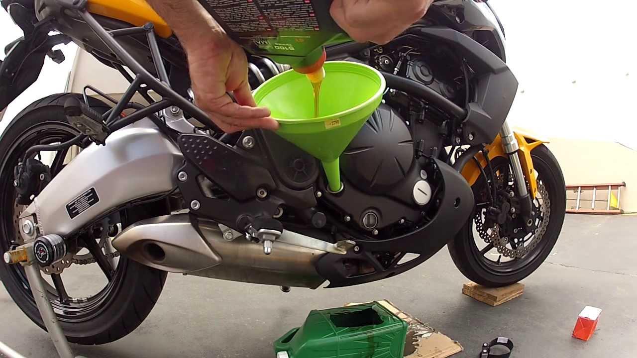 Resultado de imagem para troca de oleo da moto