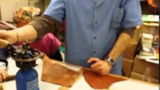 Экскурсии в ремесленные мастерские Флоренции(Мастер демонстрирует детям, приехавшим из России познакомиться со старинными ремеслами Флоренции, искусст..., 2015-05-03T14:31:58.000Z)