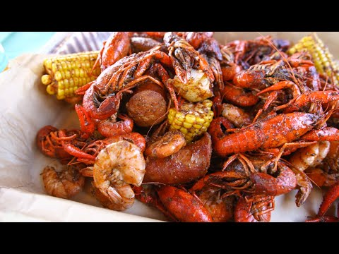 We Went To A Crawfish Bayou Boil At Universal Studios Orlando For Mardi Gras!