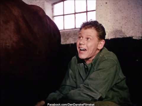 Soldaterkammerater rykker ud (1959) - Når jeg sidder og malker Marie (Preben Kaas & Paul Hagen)