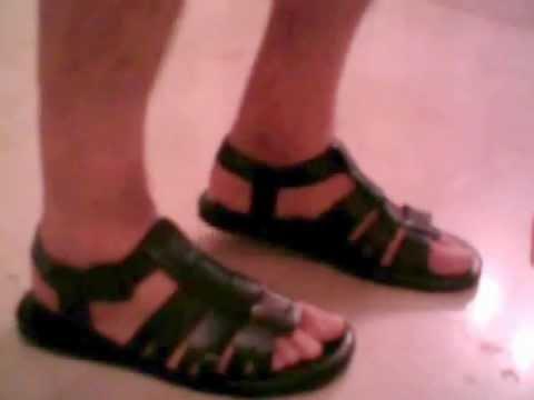 ef6681eb6 man in leather sandals. hombre en sandalias de cuero. - YouTube