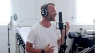 Bryan Rice i studiet for at indspille I Love It