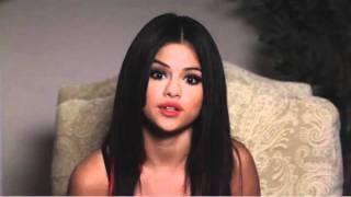Help decide Selena's new fragrance