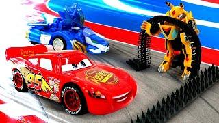 Oyuncak arabalar yarışı. Vasper hile yapıyor! Erkek çocuk videosu