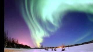 大気の発光現象によって、天体の極域近辺に見られる光をオーロラ(英: a...