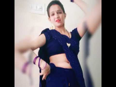Download Aunty saree navel show dance