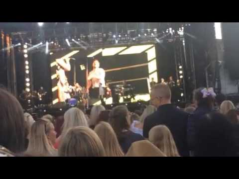 Olly Murs and Louisa Johnson| Unpredictable| Edinburgh Castle| 18th July 2017