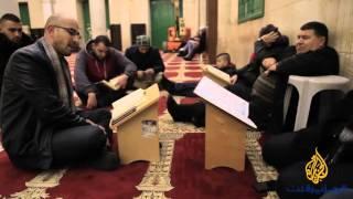 القدس- الصفدي: ينتخب الأصوات ويلقنها تجويد القرآن