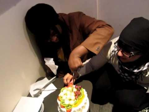 Karaoke: Cutting the cake! xD