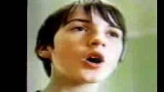 ウィーン少年合唱団に所属する男の子の発声練習です。