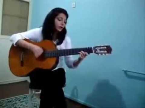 Эротика сборник видео где полуголая девушка играет на гитаре