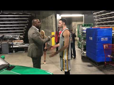 Larry Nance, Magic Johnson talk after slam dunk