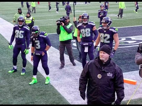 Russell Wilson, Jimmy Graham & Doug Baldwin greeting the team for warm ups vs Arizona