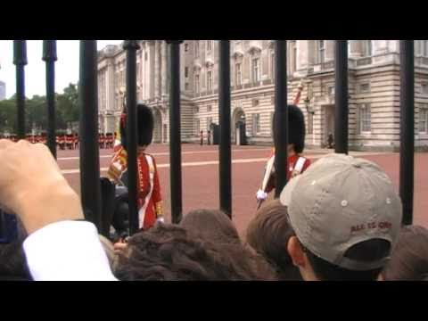 Buckingham Palace Changing of the Guard (DAY 5 OF ENGLAND)