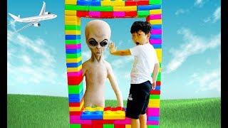 거대 레고 블럭으로 마법 터널 만들기 예준이 집에 외계인 나타났다 어린이 직업체험 놀이 타요 버스 자동차 장난감 Color Magic Lego Block