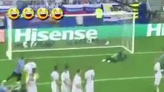 بالفيديو.. لقطة طريفة في مباراة روسيا وأوروجواي تتسب في هدف - صحيفة صدى الالكترونية