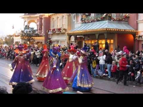 DISNEYLAND PARIS PARADE CHRISTMAS 2013 * DISNEY HEROES PARADE Part 2