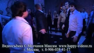 Танцевальный батл друзей жениха на свадьбе - КРУТО