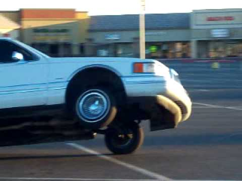 Lincoln Towncar Lowrider 3 Wheelin Youtube
