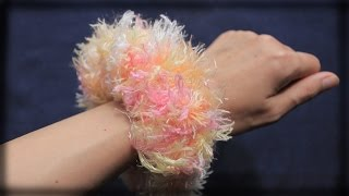 Repeat youtube video 簡単ふわふわ・ボリュームのあるシュシュの作り方・編み方♪ 100均の毛糸を使用♪ 初心者さんOK!指編みでかぎ針不要!DIY scrunchie tutorial