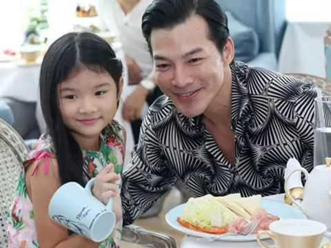 Con gái Trần Bảo Sơn xinh xắn đi tiệc cùng bố