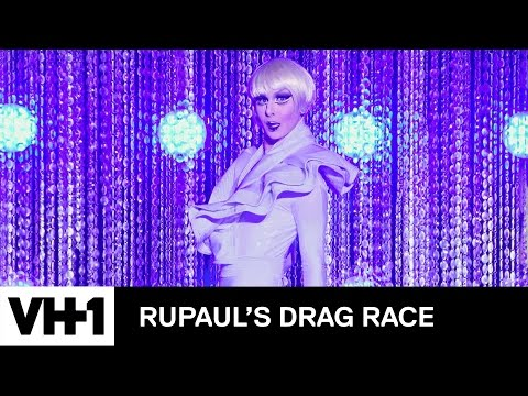 Lisa Kudrow Joins the Queens! | RuPaul