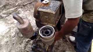 Motor estacionario a Diesel- furando estacas