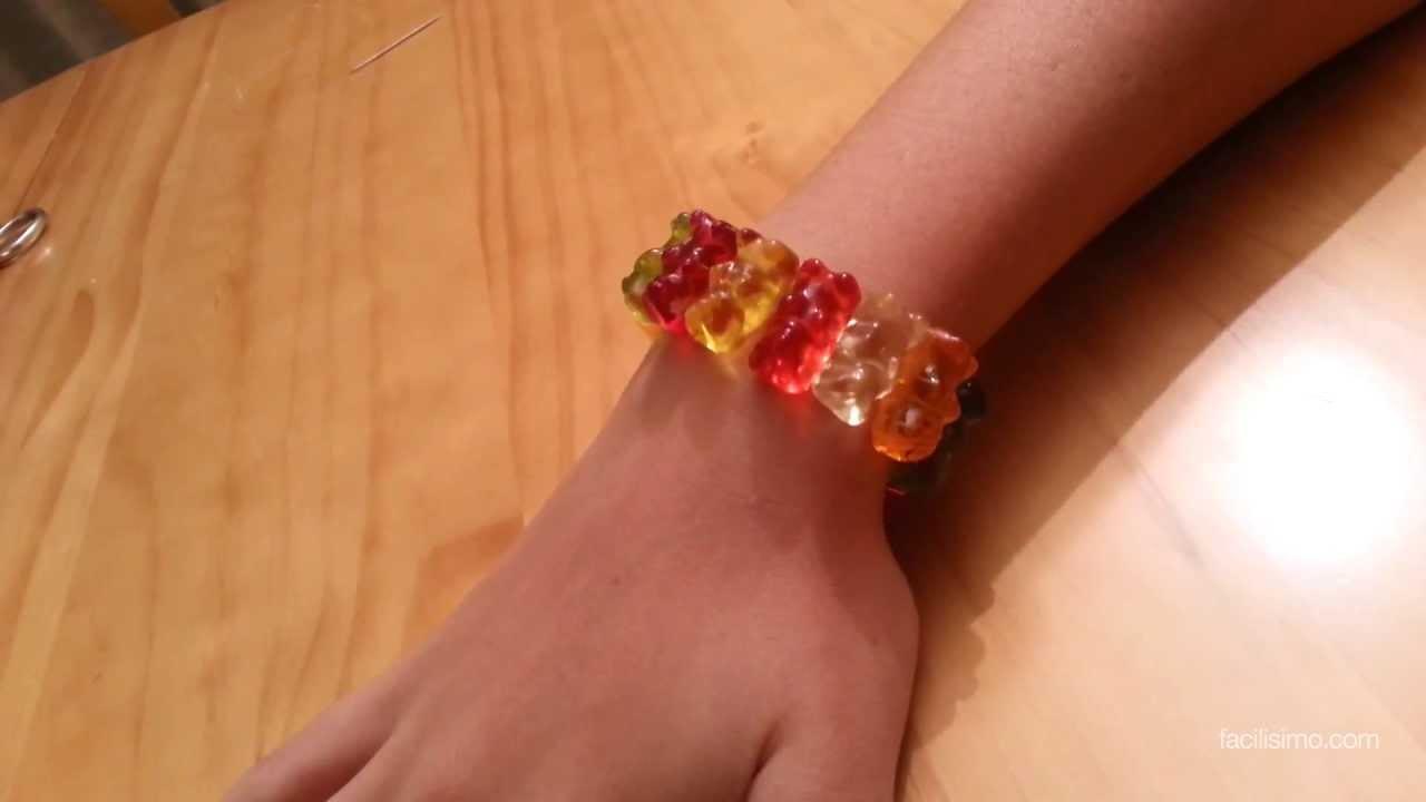 C mo hacer una pulsera con ositos de gominola facilisimo - Como hacer figuras con chuches ...