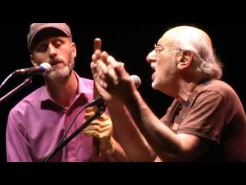 Postcards: A Folk Legend: Peter Yarrow and Family