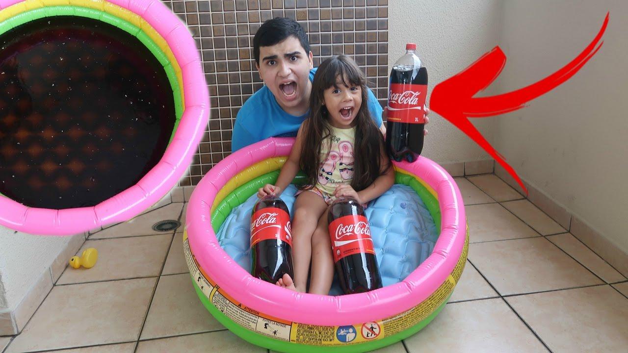 Coca cola na piscina youtube for Piscina de coca