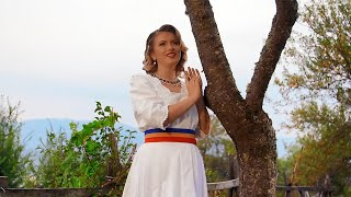 Lavinia Goste - M-o muscat badea de buza (Videoclip oficial)