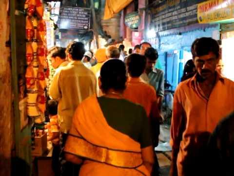 Varanasi night life. Прогулка по улицам Варанаси.