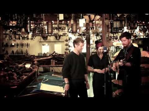 Lisa Hannigan, Glen Hansard and John Smith cover The Band.mp4