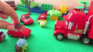 Трейлер Мак - Тачки, іграшкові машинки і Ам Ням. Іграшки для дітей