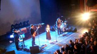PJ Harvey and John Parish, A Woman a Man Walked By - LIVE