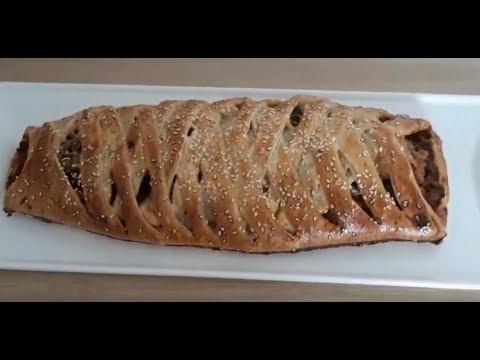 العجينة-المورقة-محشوة-باللحم-المفروم-و-صلصة-الطماطم(recette-pate-feuilletée-farcie-viande-haché)