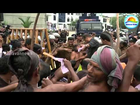 Farmers protest: traffic jam in Colombo