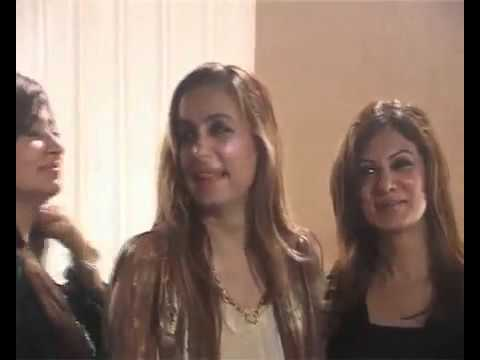 How Pakistani Actresses & Models Lined Up For Picture With Imran Khan