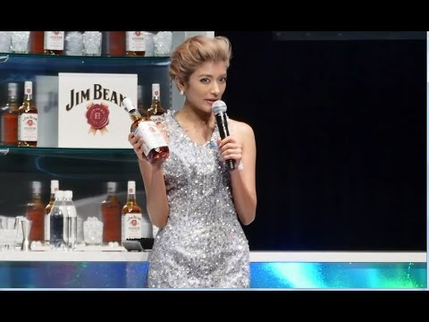 ローラが日本語封印 流暢な英会話披露 サントリースピリッツ「ジムビーム」戦略発表会