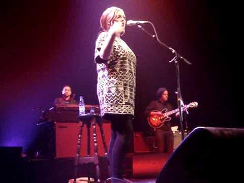 Adele - Cold Shoulder live @ Oosterpoort, Groningen (04/18/09)