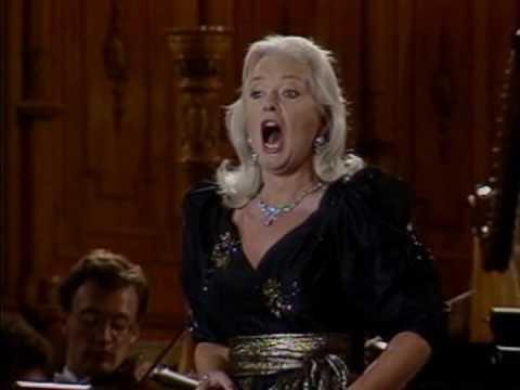 Gwyneth Jones sings Lady Macbeth vaimusic.com
