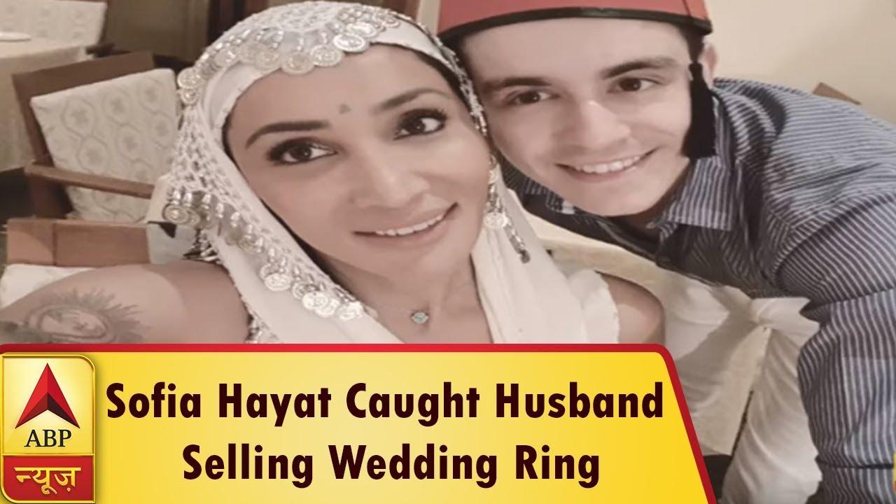 Sofia Hayat Caught Husband Sel...