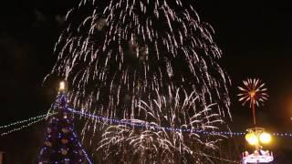 Комсомольск-на-Амуре 24 Декабря 2016. Открытие ёлки на площади Юности. Яркий салют.
