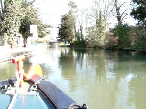 Extreme narrowboating on the River Kennet at Newbury - March 2010.MOV